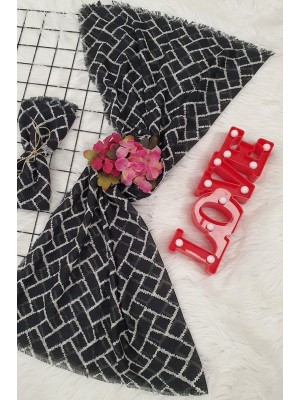 Large Checkered Patterned Scarf -Black